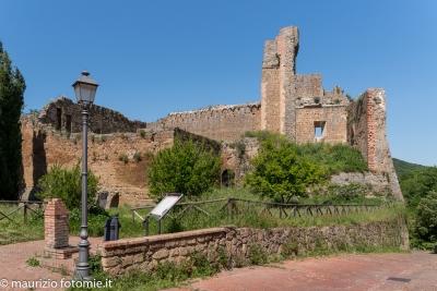 Sovana complesso città del tufo di Pitigliano